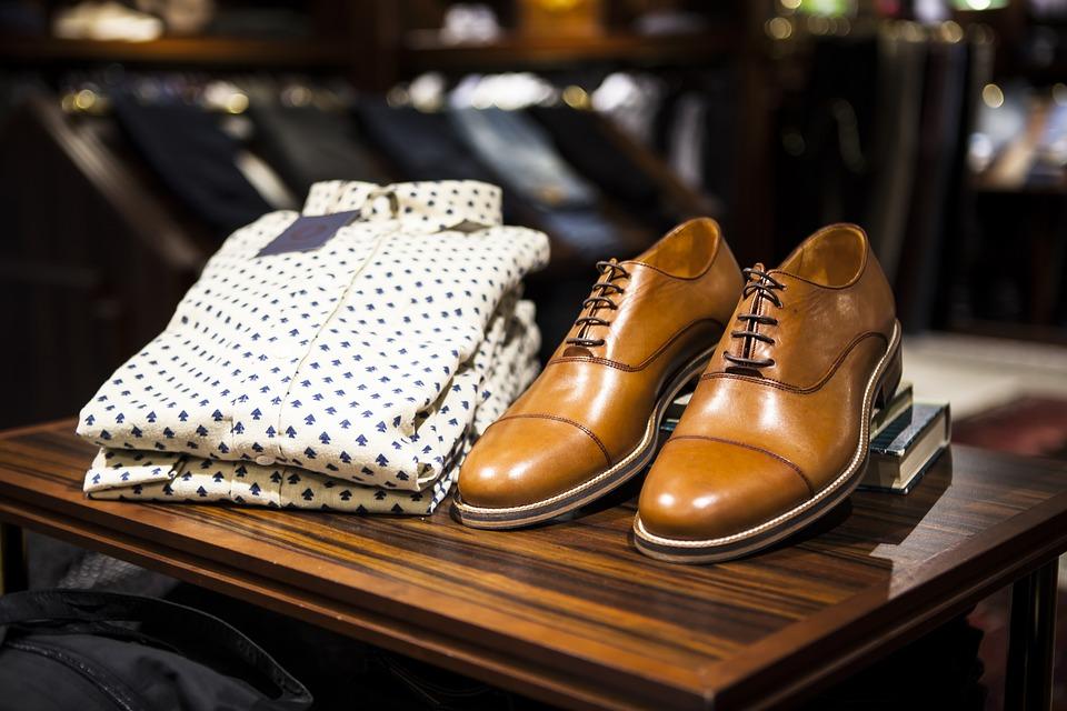 Jak nosić monki buty?
