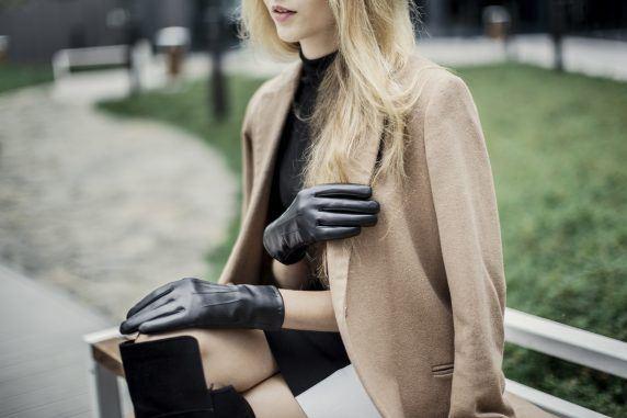 Zmysłowy i elegancki dodatek – skórzane rękawiczki