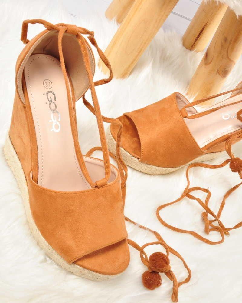 Sandały: jeden z rodzajów butów damskich