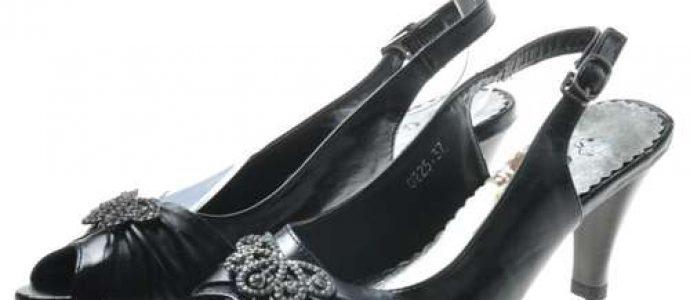 Buty na niskim obcasie do sukienki – jak wybrać idealne?
