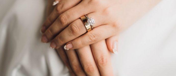 Pierścionki zaręczynowe z rubinem i szafirem